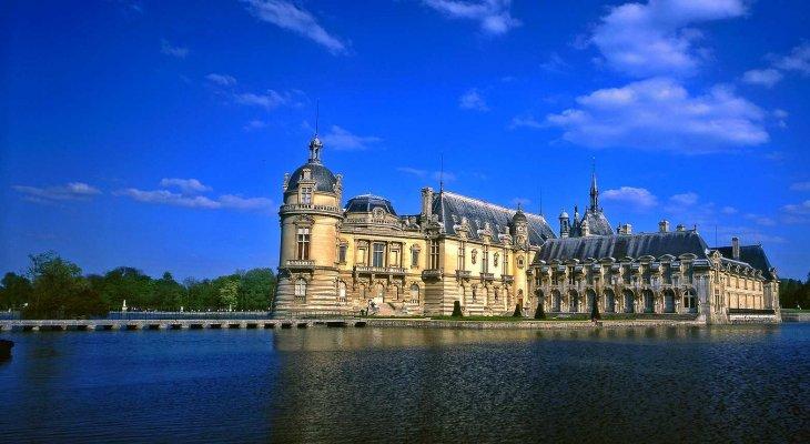 Замок Шантийи (c) – родовое поместье принцев Конде, жемчужина региона Иль-де-Франс