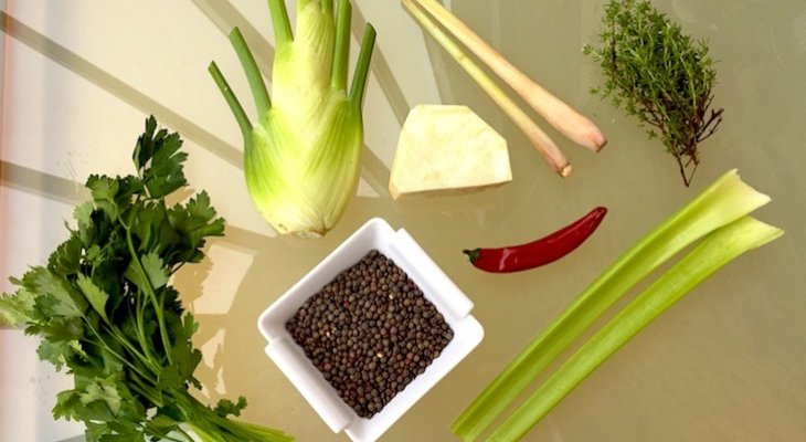 Овощной суп из чечевицы с лемонграссом